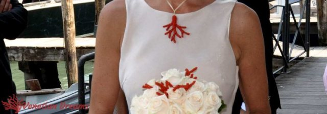 here-comes-the-bride-corallo-theme-wedding-in-Venice-hand-made-Impiraressa-style-seedbeads-crafted-coral-branches-Venetian-Dreams-Marisa-Convento2