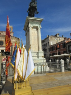 Winners flags by the statue of Colleonni