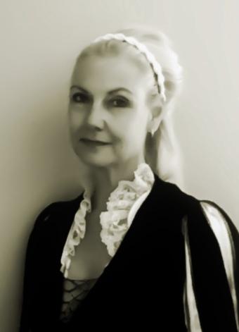 Karen Cogan as Lucrezia